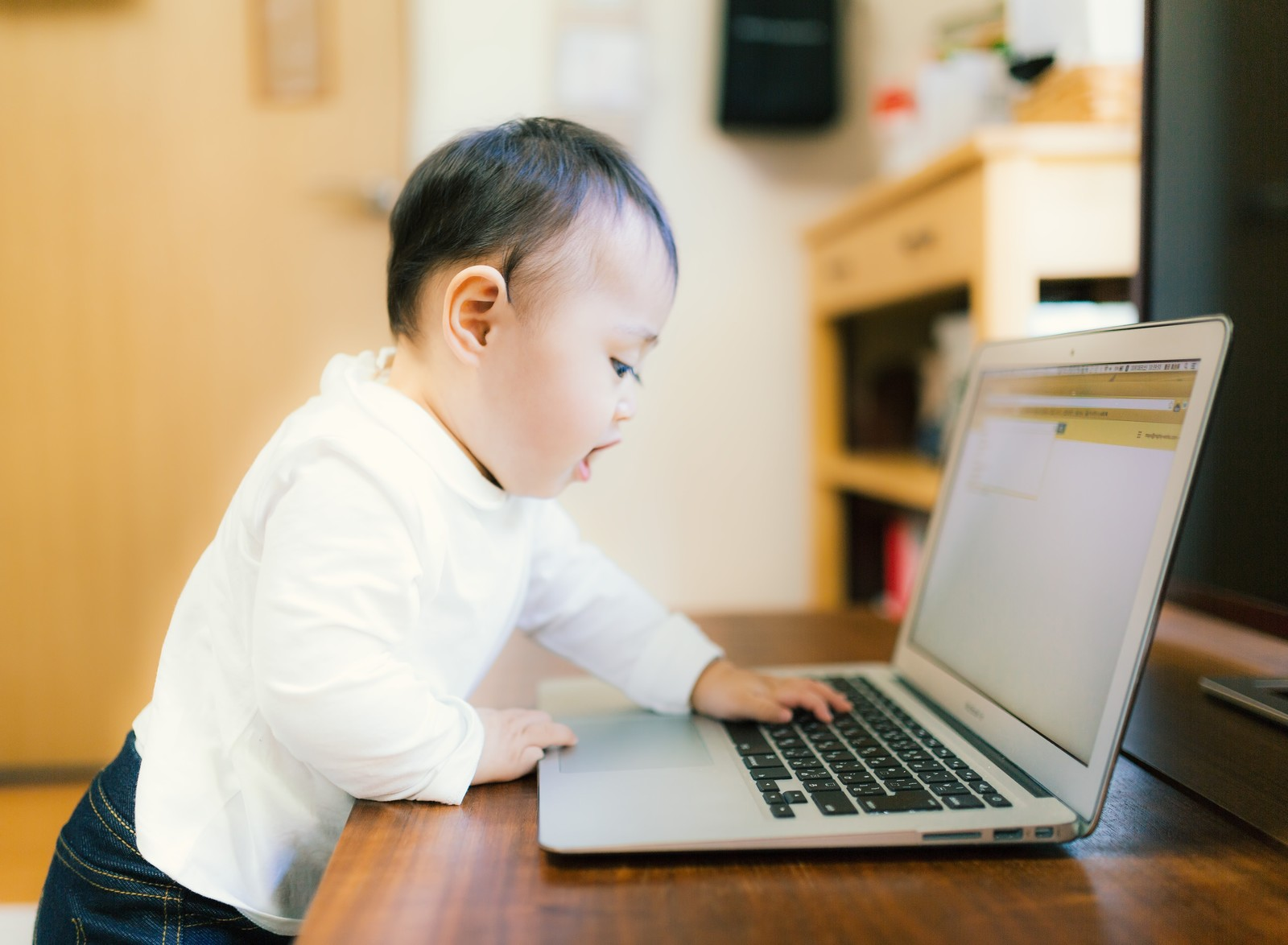 アプリ開発修正見積もりに時間がかかる理由は赤ちゃんがやっているからではありません。